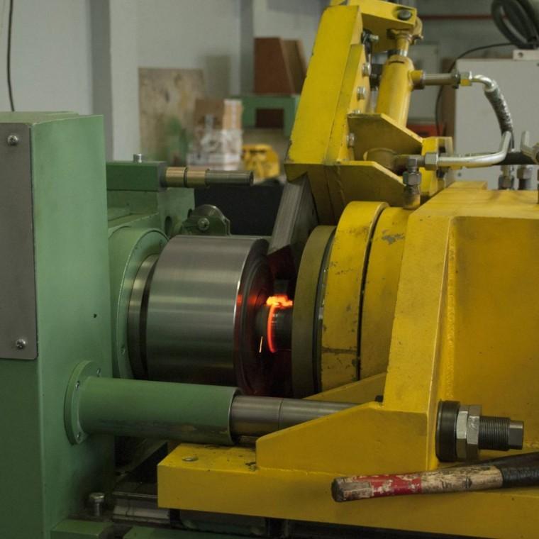 Оборудование для производства с использованием сварки трением